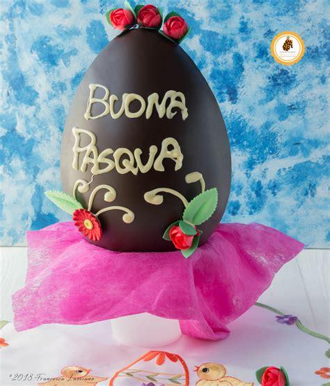 uovo di pasqua fatto in casa uovo di pasqua al cioccolato fondente fatto in casa