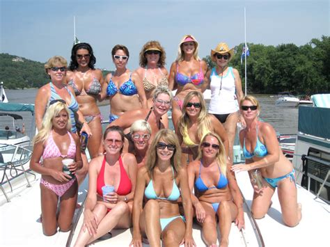 party boat rentals mississippi image gallery houseboat girls key west houseboat rentals