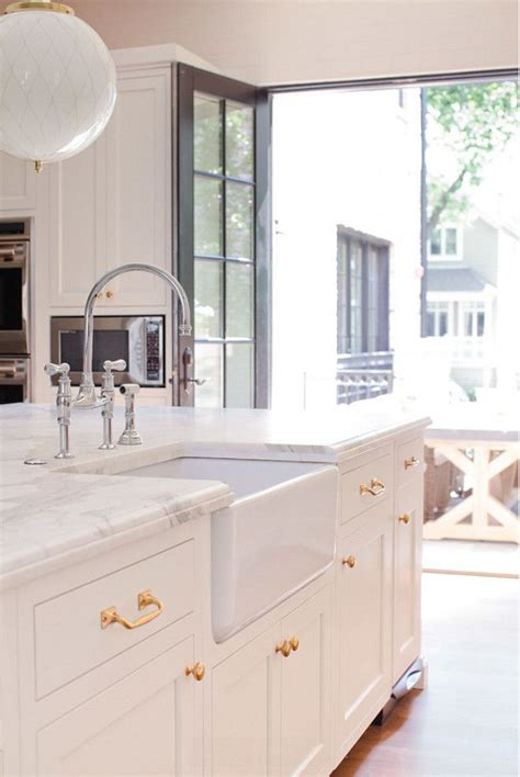 white cabinets with antique brass hardware 17 best ideas about super white granite on pinterest