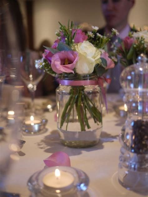 hermoso centro de mesa para boda centros de mesa para casamiento con botellas frascos y