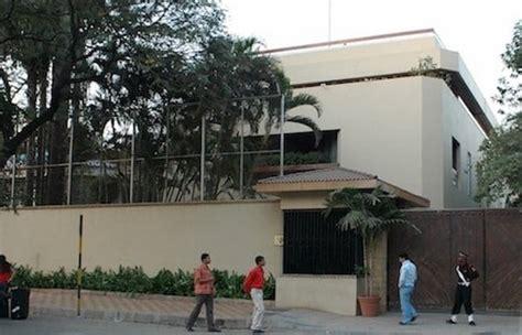 amitabh bachchan house amitabh bachchan net worth richer than shahrukh khan