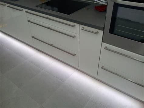 led plinthe cuisine eclairage led complet d une cuisine led s go