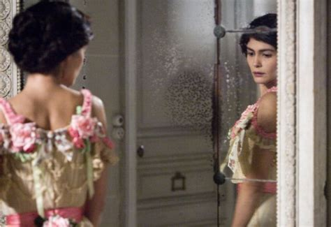 smotret film coco before chanel sneak peek of coco before chanel movie stills and costumes