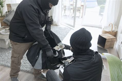 robbing a house 13 tips from burglars on how to stop your house being robbed metro news