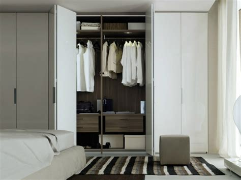 portes de pliantes les portes de placard pliantes pour un rangement joli et moderne archzine fr