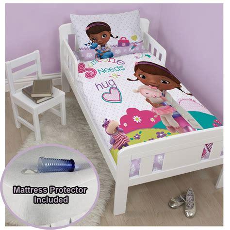 Doc Mcstuffins Hugs Junior Doona Cover Set Toddler Bed Doc Mcstuffins Toddler Bed Set