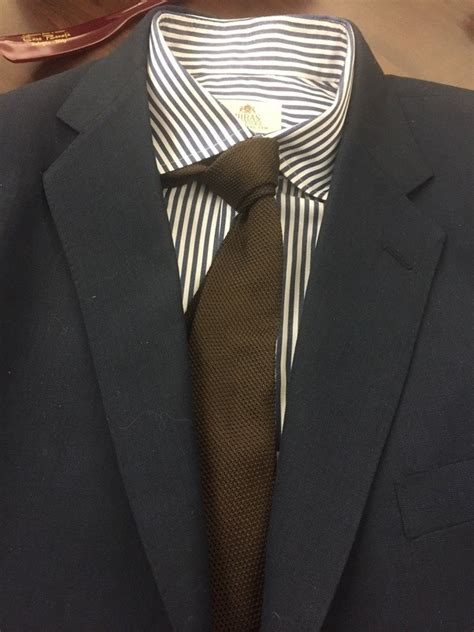 what color tie to wear to an what color shirt and tie should i wear on a navy blue suit
