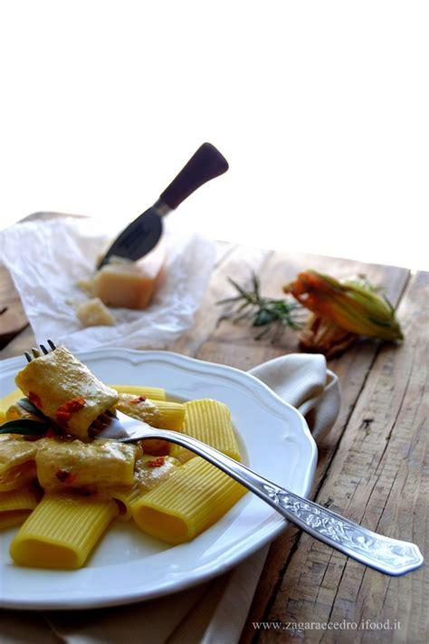 paccheri con fiori di zucca paccheri crema al parmigiano e fiori zucca zagara e cedro