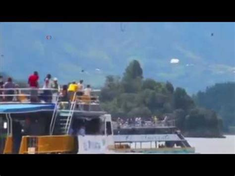 tourist boat sinks in colombia youtube - Tourist Boat Sinks In Colombia Youtube