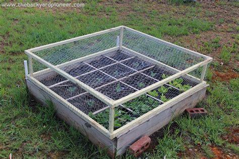 Chicken Wire Headboard by Garden Inspiration On Perennials Garden