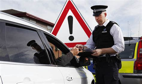 boat driving rules uk driving rules laws and offence you ve probably committed