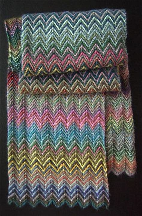 zickzack scarf pattern love how the chevron stripes develop in this knit scarf