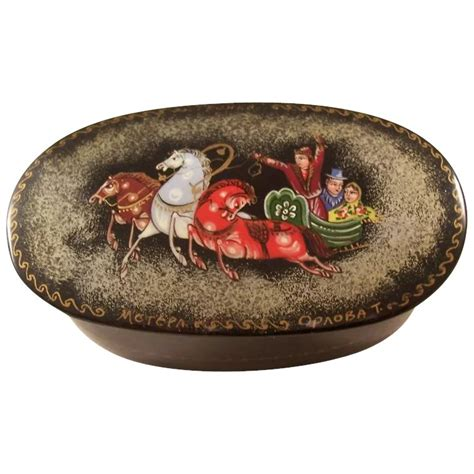 Souvenir Box Oval Lengkung Tema Pony Russian Lacquer Oval Fairytale Box Horses Bagatelle