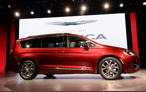 Toronto Star Auto by Chrysler Unveils Its New Minivan The 2017 Pacifica