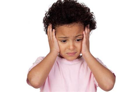 mal di testa bimbi vita attiva e buona forma fisica protegge bambini dal dolore