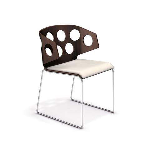 chaise séjour avec sa coque recouverte de tissu carma est la