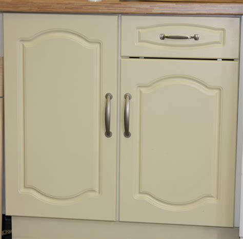 cupboard doorse b q kitchen cupboard doors