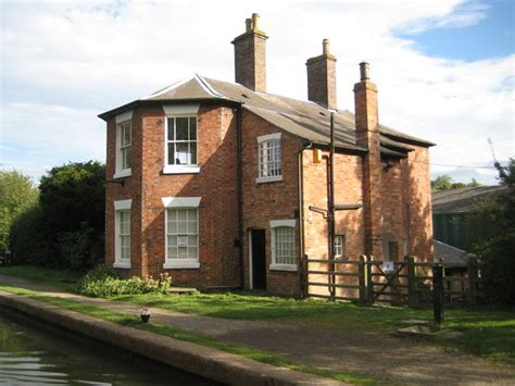 union canal house grand union canal braunston stop house 169 nigel cox cc by sa 2 0 geograph britain