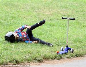 people falling off swings gwen stefani s son kingston takes a tumble off his scooter