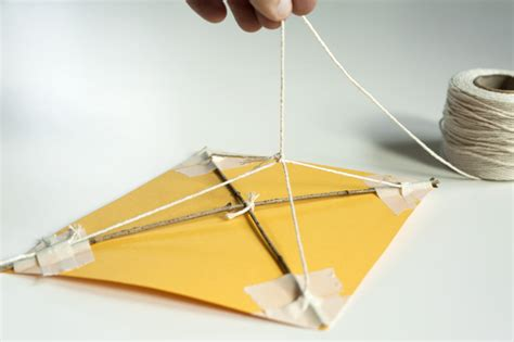 Make A Paper Kite - how to make a paper kite with straws