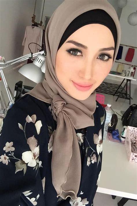 tutorial jilbab nikahan 5 gaya hijab yang cocok dikenakan hijaber berwajah oval