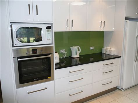 Glass Splashback   Bring your kitchen alive!
