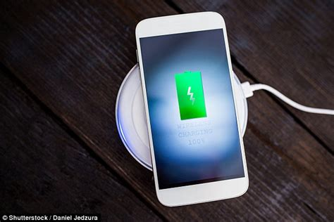 iphone 8 wireless charging apple s iphone 8 may wireless charging that works up to 15ft away from power supply daily