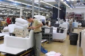 fabbriche di divani natuzzi previsti 1900 esuberi in puglia dilaga lo