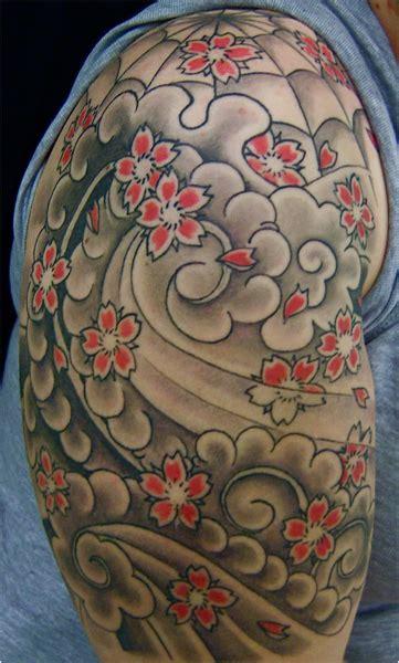 fiori giapponesi tatuaggio fiori giapponesi samurai spalla realizzato dal