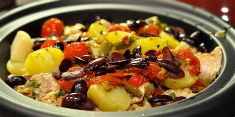 cucinare rana pescatrice ricetta rana pescatrice al forno con patate e pomodorini