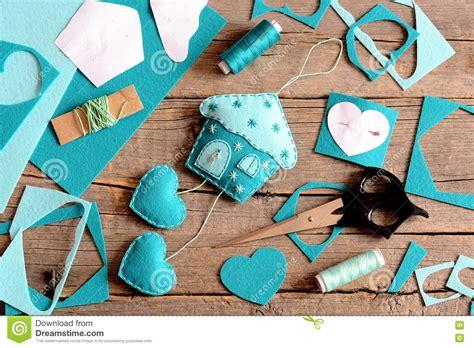 felt house  hearts decoration tools  materials