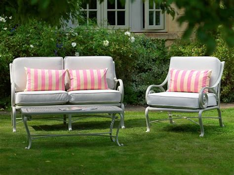 Upholstered Patio Furniture by Guide To Upholstered Outdoor Furniture