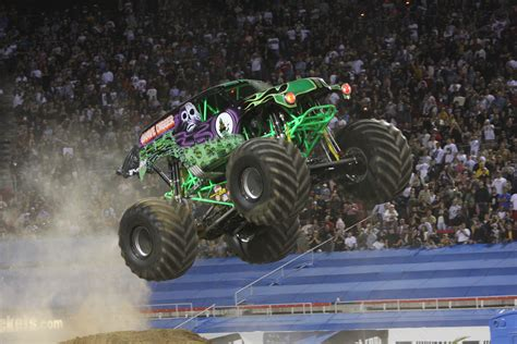 grave digger monster truck wallpaper grave digger monster truck 4x4 race racing monster truck g