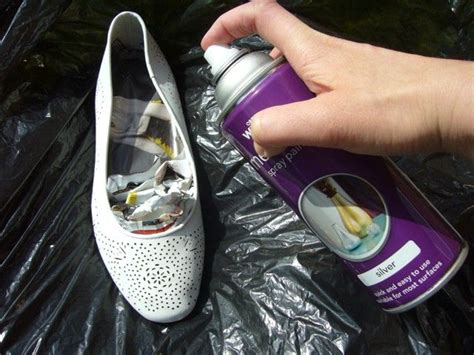 how to spray paint sneakers 1000 ideas about spray paint shoes on how to