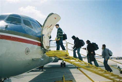 aubry s 1st flight books the optimum way to board a plane astrobites