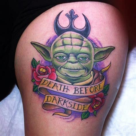 cartoon yoda tattoo interessant kombiniertes farbiges und kleines yoda tattoo