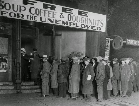 in line at al capone s soup kitchen chicago 1930