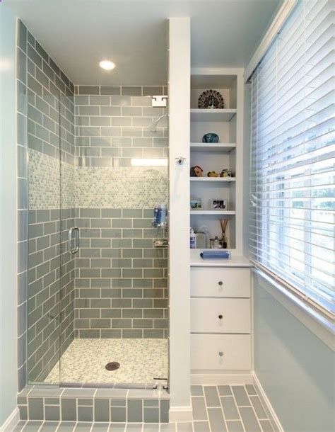 cheap bathroom shower ideas 25 best ideas about small bathroom showers on pinterest