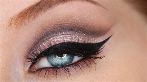 Make Up Eyeliner cat eye makeup style samba