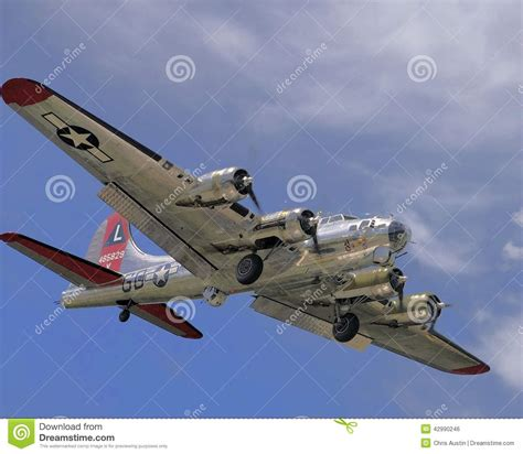 coming in for a landing ten years flying in the islands books b 17 flying fortress coming in for a landing stock photo