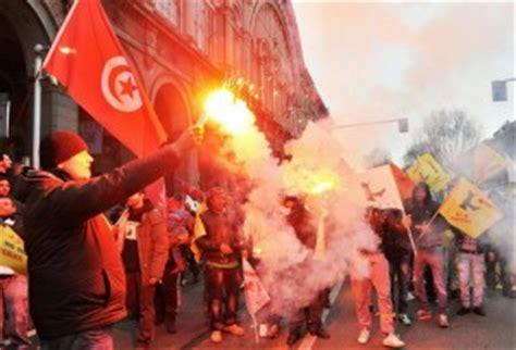 consolato tunisino roma tre tunisini di parma occupano il consolato di genova