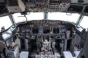 b737 max flight deck american airlines shows their new style