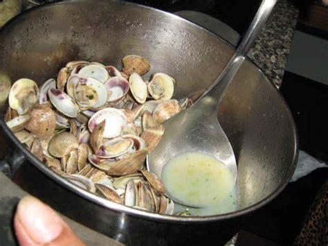 cucinare le vongole fresche come preparare e cucinare le vongole ricette fotografate