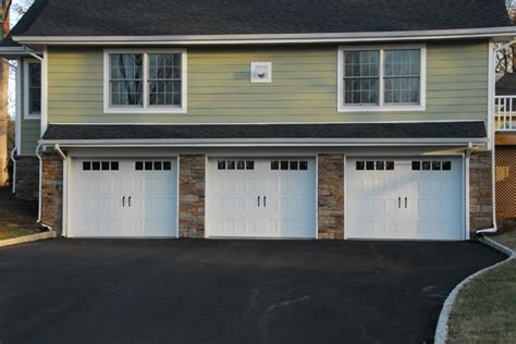 Farm Style Garage Doors by Steel Insulated Carriage Style Garage Doors Farmhouse