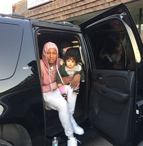 nia amey guzman instagram chris brown s baby mamma is back with her boyfriend and he