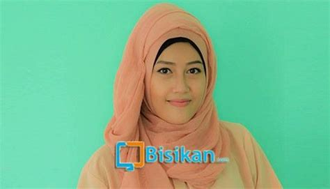 tutorial hijab pashmina simple untuk acara santai dan sehari hari tutorial hijab pashmina yang simple untuk acara santai 1