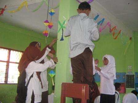madrasah kehidupan rame rame menghias ruang kelas