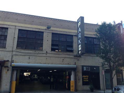 Chestnut Parking Garage by 2106 Chestnut St Garage Parking In Philadelphia Parkme