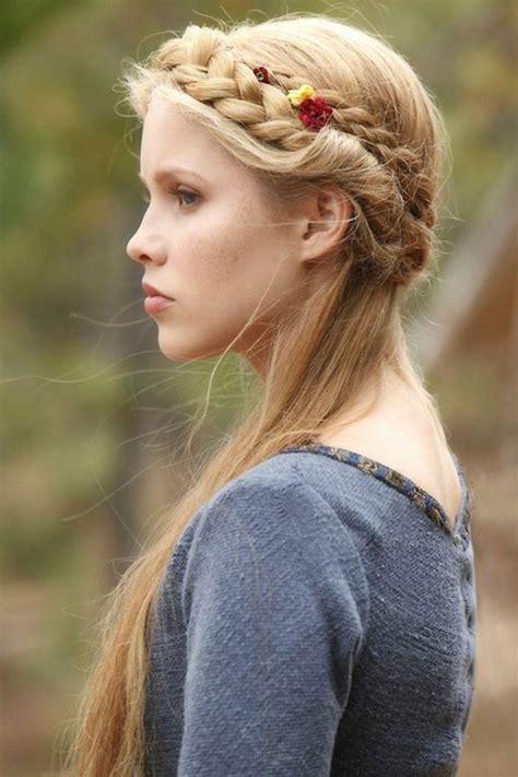 liste les  belles idees de coiffure medievale femme