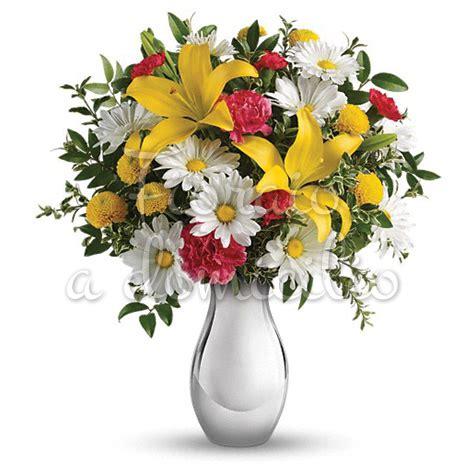 fiori gigli bouquet di gigli gialli margherite e fiorellini